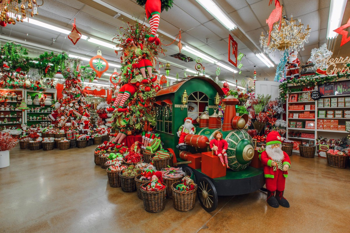 Decorators warehouse texas 39 largest christmas store for The christmas store